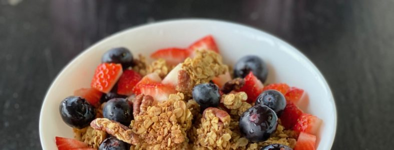 granola with bleberries, strawberries and Greek yogurt